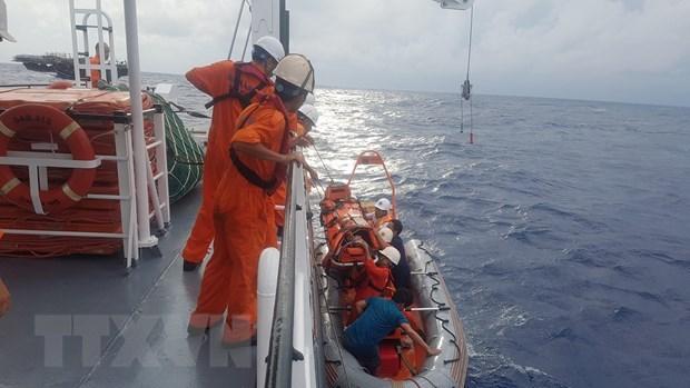 Cứu kịp thời thuyền viên bị tai biến trên vùng biển Hoàng Sa - 1