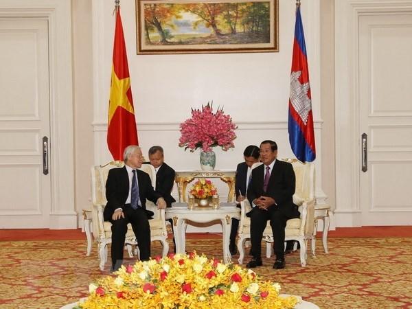 Việt Nam luôn dành ưu tiên cao cho củng cố quan hệ với Campuchia - 1