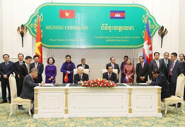 Việt Nam luôn dành ưu tiên cao cho củng cố quan hệ với Campuchia - 2