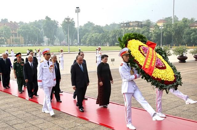 Lãnh đạo Đảng, Nhà nước, MTTQ tưởng niệm các Anh hùng, Liệt sỹ - 4
