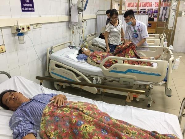 Hai nạn nhân tử vong vụ xe khách đâm hàng loạt xe máy ở Quảng Ninh