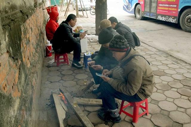 [ẢNH] Cuộc sống của người dân Hà Nội trong đợt rét đậm cuối năm - 8