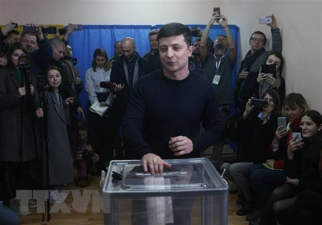 Bầu cử Ukraine: Ông Volodymyr Zelensky được dự báo giành chiến thắng