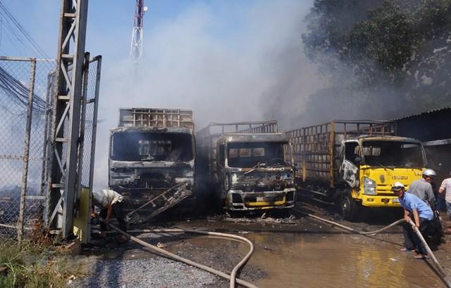 Long An: Cháy lớn ở vựa phế liệu, thiêu rụi ba xe tải