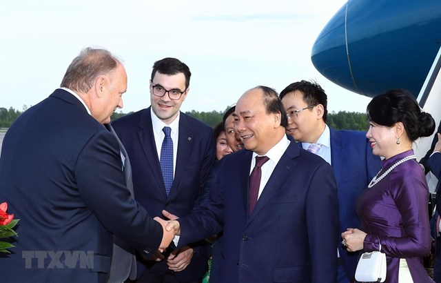 Thủ tướng tới Saint Petersburg bắt đầu thăm chính thức Liên bang Nga