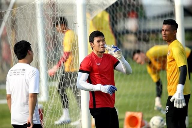 Thủ thành số 1 đội tuyển Thái Lan háo hức đối đầu Đặng Văn Lâm - 1