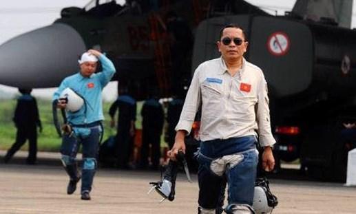 [VIDEO] Phi công Trần Quang Khải trong một buổi huấn luyện bay