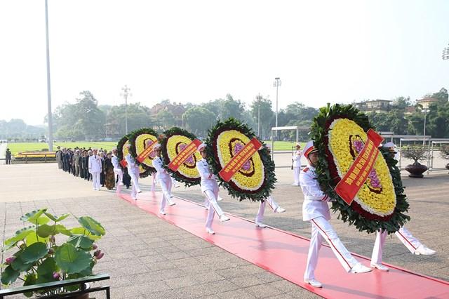 Lãnh đạo Đảng, Nhà nước, MTTQ Việt Nam viếng Chủ tịch Hồ Chí Minh - 1