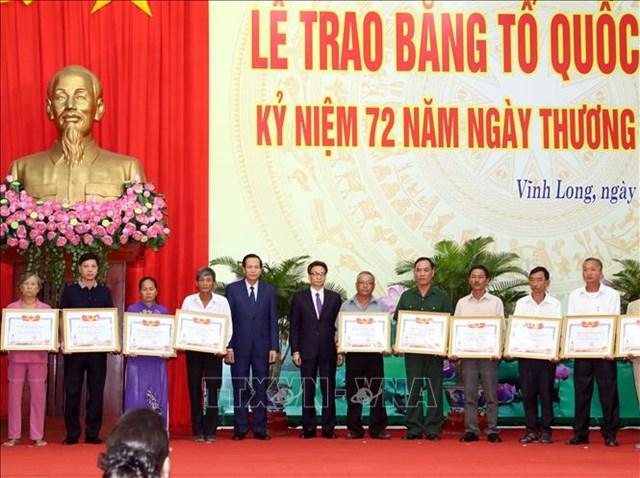 Chủ tịch Quốc hội dự Lễ trao Bằng Tổ quốc ghi công tại tỉnh Vĩnh Long - 1