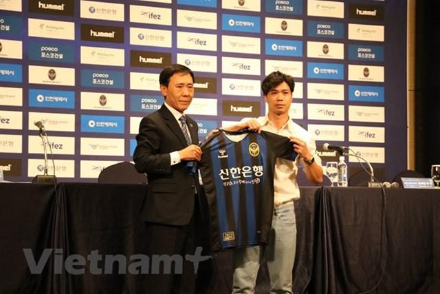 Công Phượng chính thức ra mắt cổ động viên Incheon United
