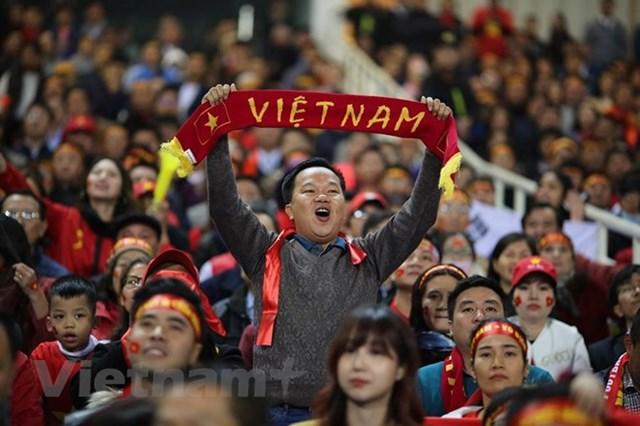 Người hâm mộ vỡ òa khi 'cơn mơ 10 năm' AFF Cup thành hiện thực - 1