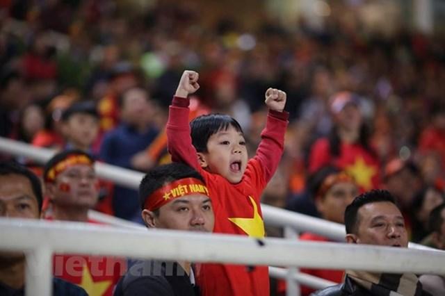 Người hâm mộ vỡ òa khi 'cơn mơ 10 năm' AFF Cup thành hiện thực