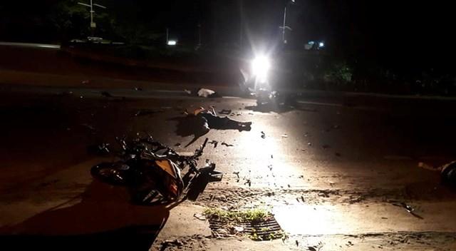 Hai xe máy va chạm, ba người tử vong tại chỗ