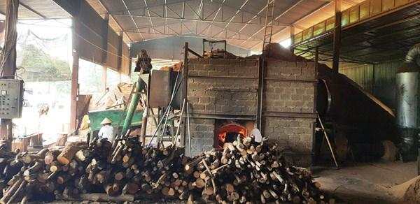 Xưởng than vẫn đỏ lửa khi bị dừng hoạt động