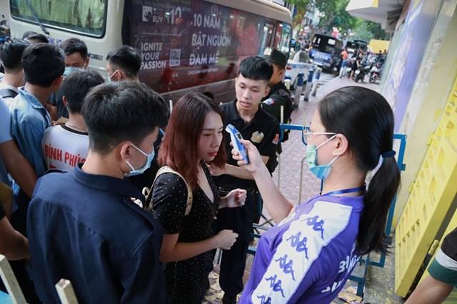 [ẢNH] Mãn nhãn với trận cầu tâm điểm Hà Nội FC – Hoàng Anh Gia Lai - 1