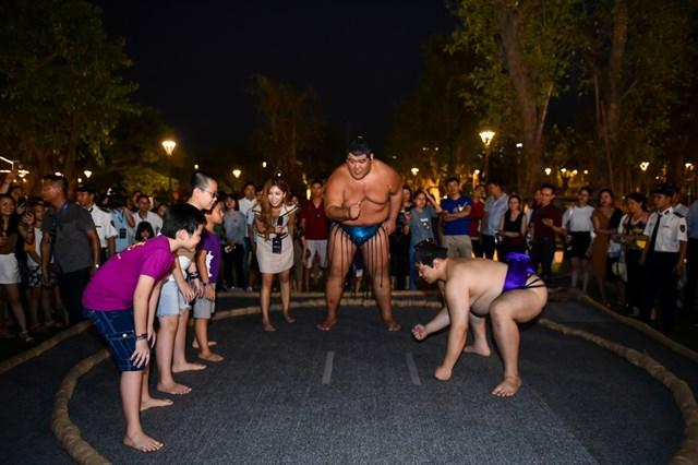 Hai đại võ sĩ sumo nổi tiếng Nhật Bản bất ngờ xuất hiện tại Việt Nam - 4