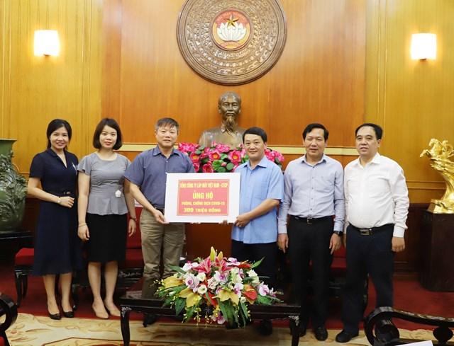 BẢN TIN MẶT TRẬN: Phó Chủ tịch - Tổng Thư ký Hầu A Lềnh tiếp nhận ủng hộ phòng, chống dịch Covid-19
