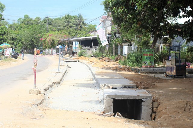 Quảng Nam: Gần 2 năm chưa làm xong 1km đường