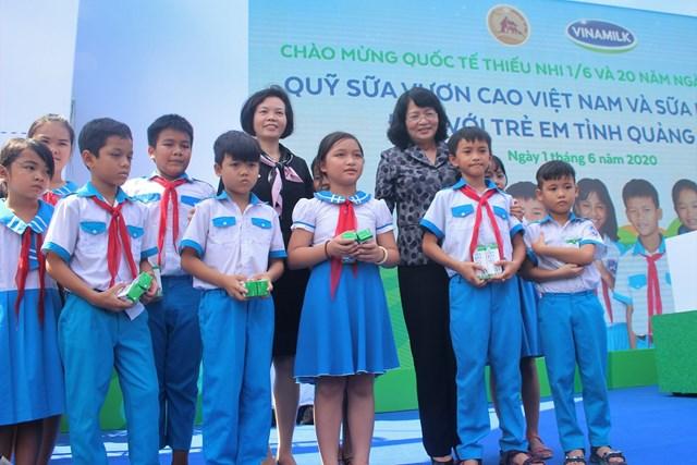 Vinamilk dành hơn 5,6 triệu ly sữa cho trên 34.000 trẻ em Quảng Nam - 1