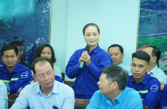 Thủ tướng thăm công nhân vùng mỏ Quảng Ninh - 1