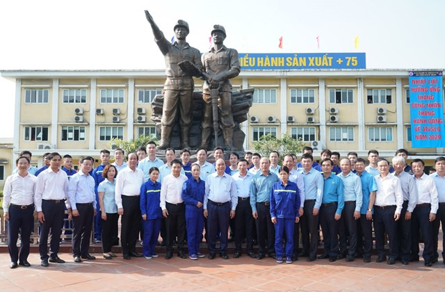 Thủ tướng thăm công nhân vùng mỏ Quảng Ninh - 3