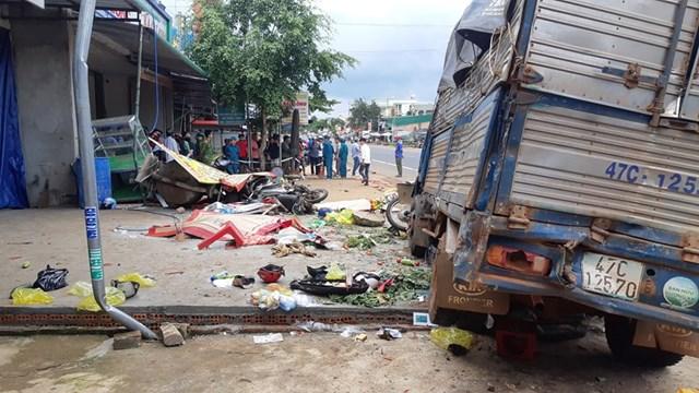 Lãnh đạo tỉnh Đắk Nông thăm hỏi nạn nhân vụ tai nạn liên hoàn - 1
