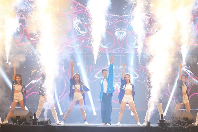 Love Songs Party 2: Fan tạo 'mưa đom đóm' ấn tượng từ đèn flash - 4