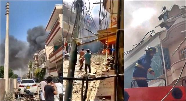 Máy bay chở 107 người đâm xuống khu vực dân cư ở Pakistan - 1