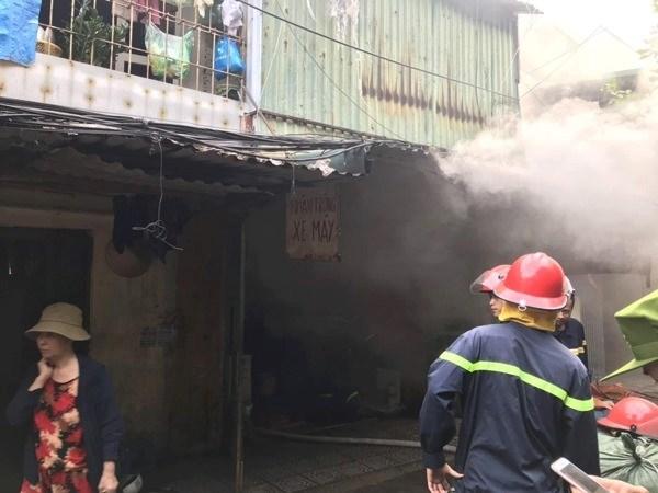 Cứu 13 người thoát hiểm trong đám cháy - 1