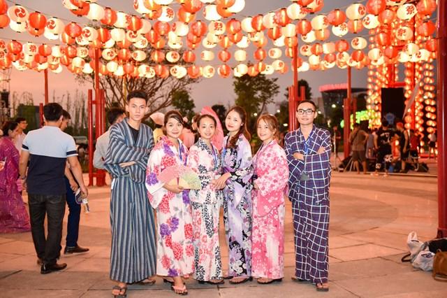 Hai đại võ sĩ sumo nổi tiếng Nhật Bản bất ngờ xuất hiện tại Việt Nam - 9