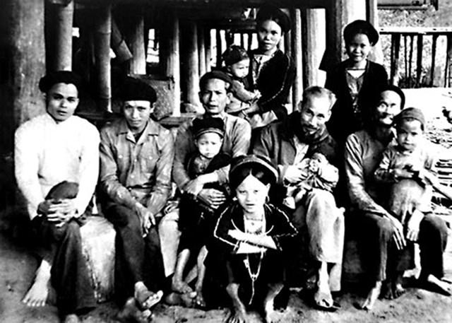 Đồng bào các dân tộc thiểu số Việt Nam trong trái tim Bác Hồ