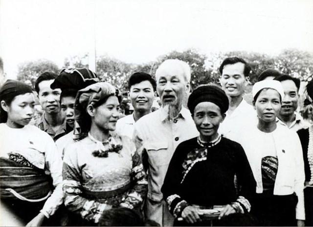 Đồng bào các dân tộc thiểu số Việt Nam trong trái tim Bác Hồ - 1