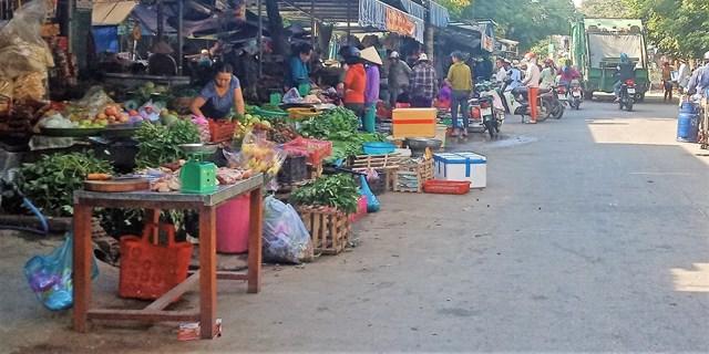 Quảng Nam: Chợ tự phát ở Khương Mỹ gây mất an toàn giao thông