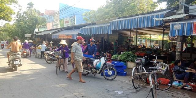Quảng Nam: Chợ tự phát ở Khương Mỹ gây mất an toàn giao thông - 1