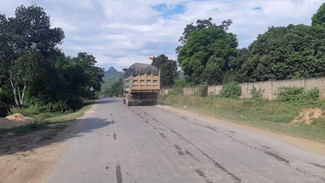 Tân Kỳ - Nghệ An: Rầm rộ khai thác đất trái phép - 1
