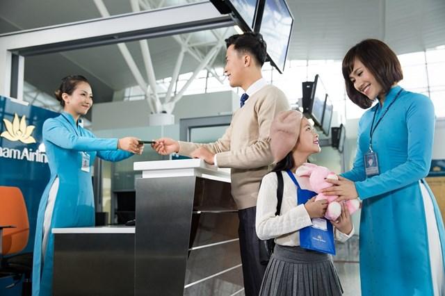 Vietnam Airlines và Vinpearl đề xuất tặng 5.000 kỳ nghỉ trọn gói tri ân lực lượng y tế tuyến đầu - 1