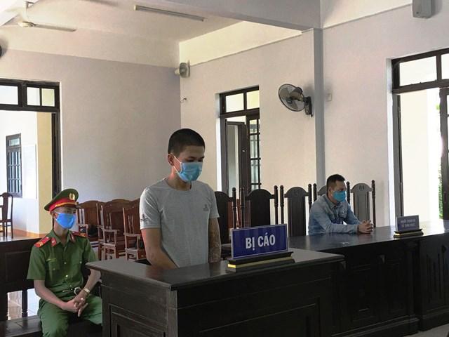 Quảng Nam: Người tát nữ cán bộ kiểm dịch Covid-19 lãnh 9 tháng tù