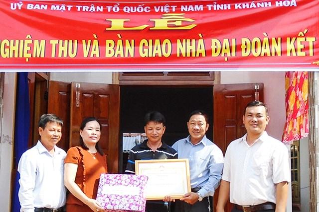 Khánh Hòa: Bàn giao 5 nhà Đại đoàn kết cho các hộ nghèo