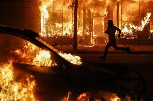 Nga 'phản pháo' cáo buộc đứng sau làn sóng biểu tình rúng động nước Mỹ