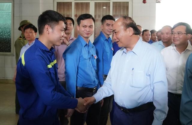 [ẢNH] Thủ tướng thăm công nhân mỏ Hà Lầm, Quảng Ninh - 1