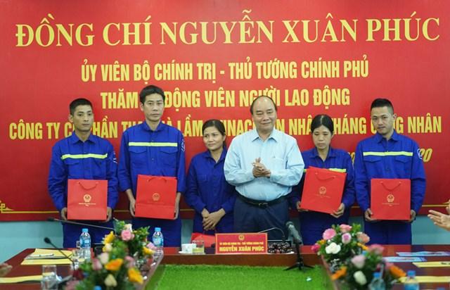 Thủ tướng thăm công nhân vùng mỏ Quảng Ninh - 2