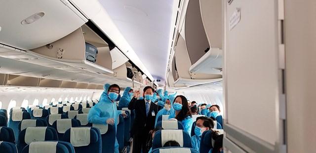 BẢN TIN MẶT TRẬN: Đưa hơn 300 công dân Việt Nam từ Thụy Điển và Phần Lan về nước an toàn