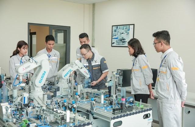 Lần đầu tiên người trẻ Việt có cơ hội học nghề theo 'chuẩn' thế giới - 2