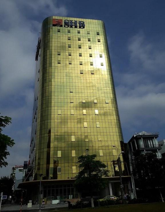 Đà Nẵng: Phạt chủ đầu tư 2 cao ốc ốp kính vàng gây chói mắt