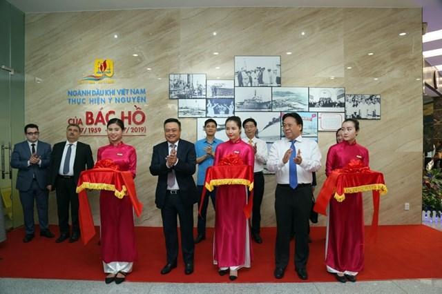 Khai mạc Triển lãm ảnh '60 năm ngành Dầu khí Việt Nam thực hiện ý nguyện của Bác Hồ' - 2