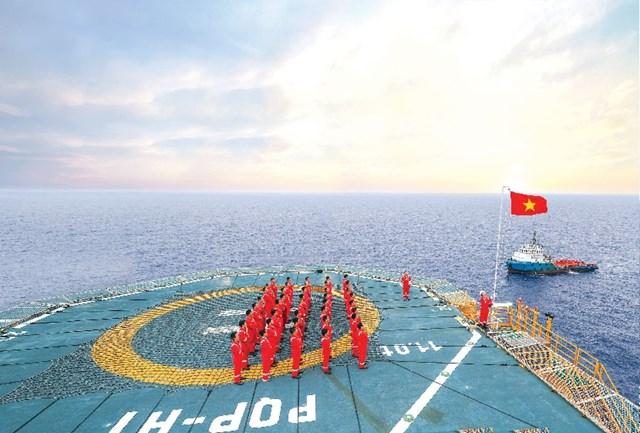 Khai mạc Triển lãm ảnh '60 năm ngành Dầu khí Việt Nam thực hiện ý nguyện của Bác Hồ' - 7