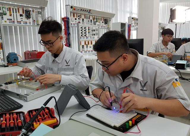 Lần đầu tiên người trẻ Việt có cơ hội học nghề theo 'chuẩn' thế giới - 1