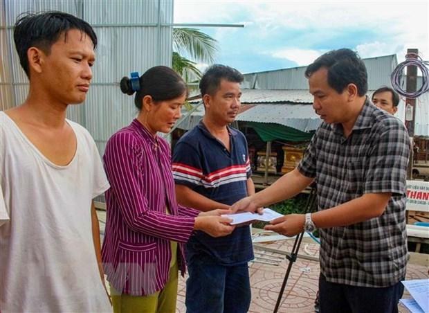 Thăm hỏi, hỗ trợ các hộ dân bị thiệt hại do dông lốc tại Cần Thơ