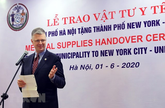 [ẢNH] Hà Nội tặng New York 150.000 chiếc khẩu trang phòng Covid-19 - 2