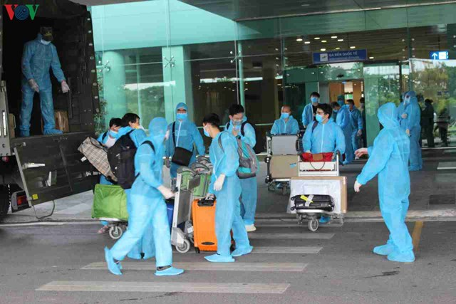 344 công dân Việt Nam từ Singapore về sân bay Cần Thơ - 7